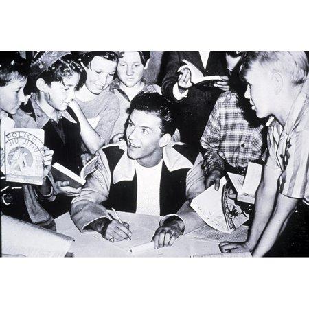 Frank Sinatra signing autographs Photo Print
