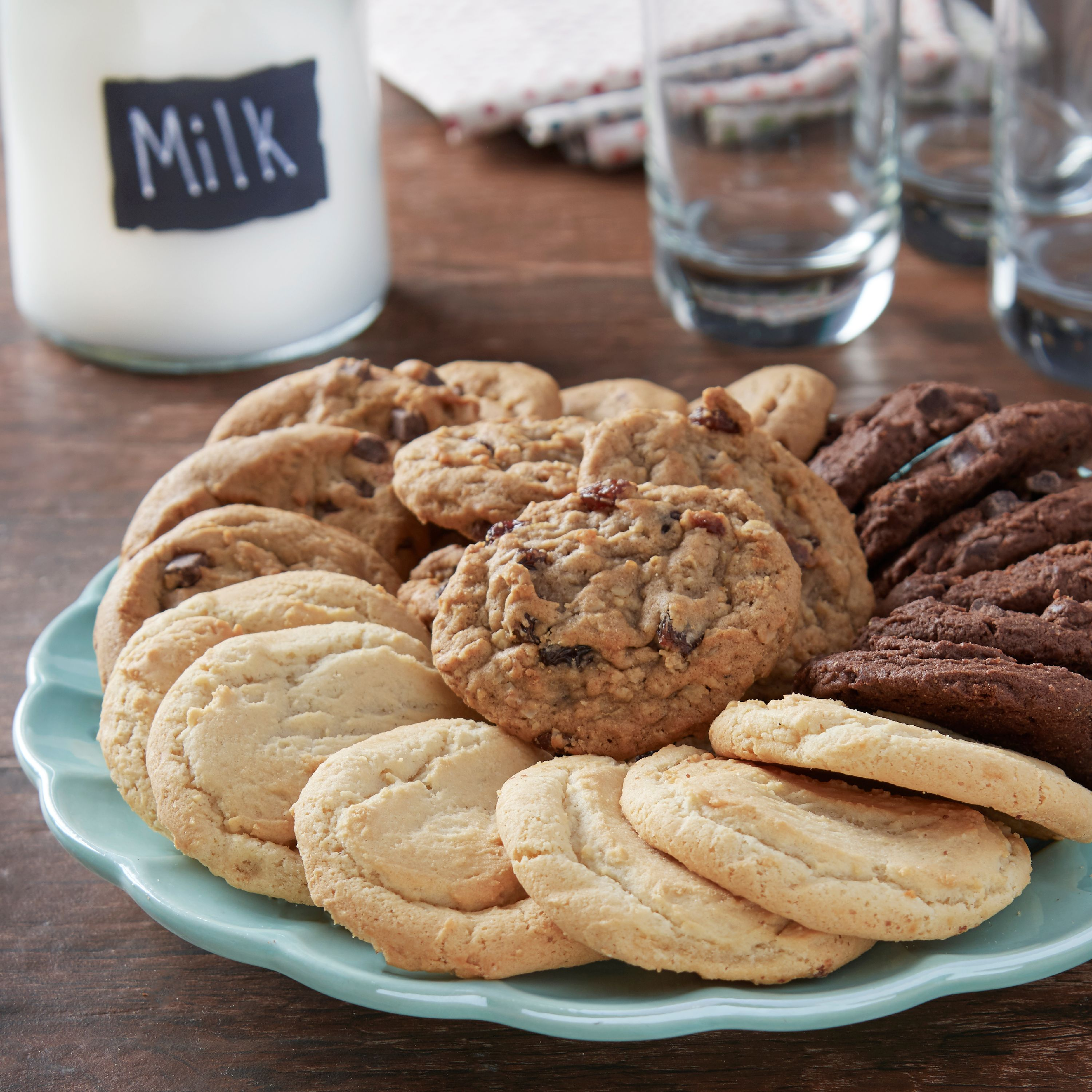 Freshness Guaranteed Gourmet Cookies Assorted 35 Oz 32 Count
