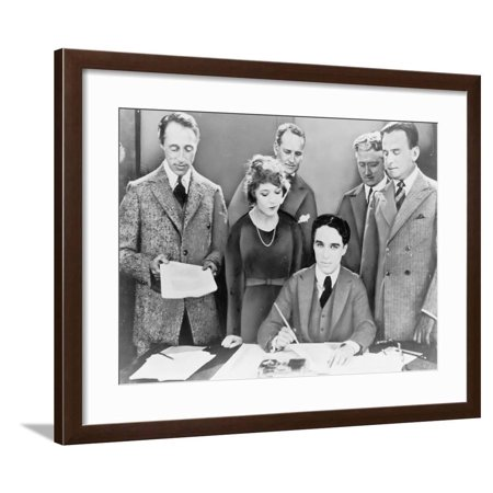 D.W. Griffith, Mary Pickford, Charlie Chaplin (Seated) and Douglas Fairbanks with their Lawyers Framed Print Wall Art ()