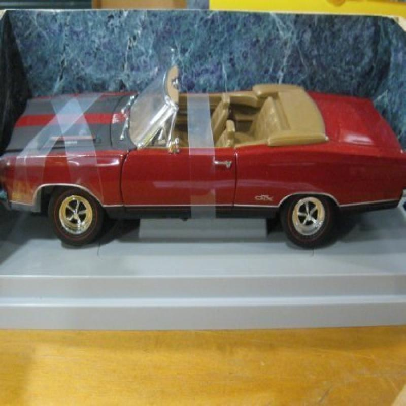 1969 Plymouth GTX Convertible in Red & Black Diecast 1:18...