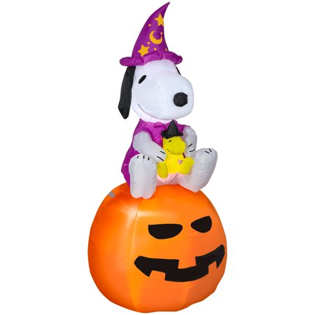 Halloween Airblown Inflatable Snoopy as Wizard with Woodstock on Pumpkin 5FT Tall by Gemmy Industries - As Bruxas Do Halloween