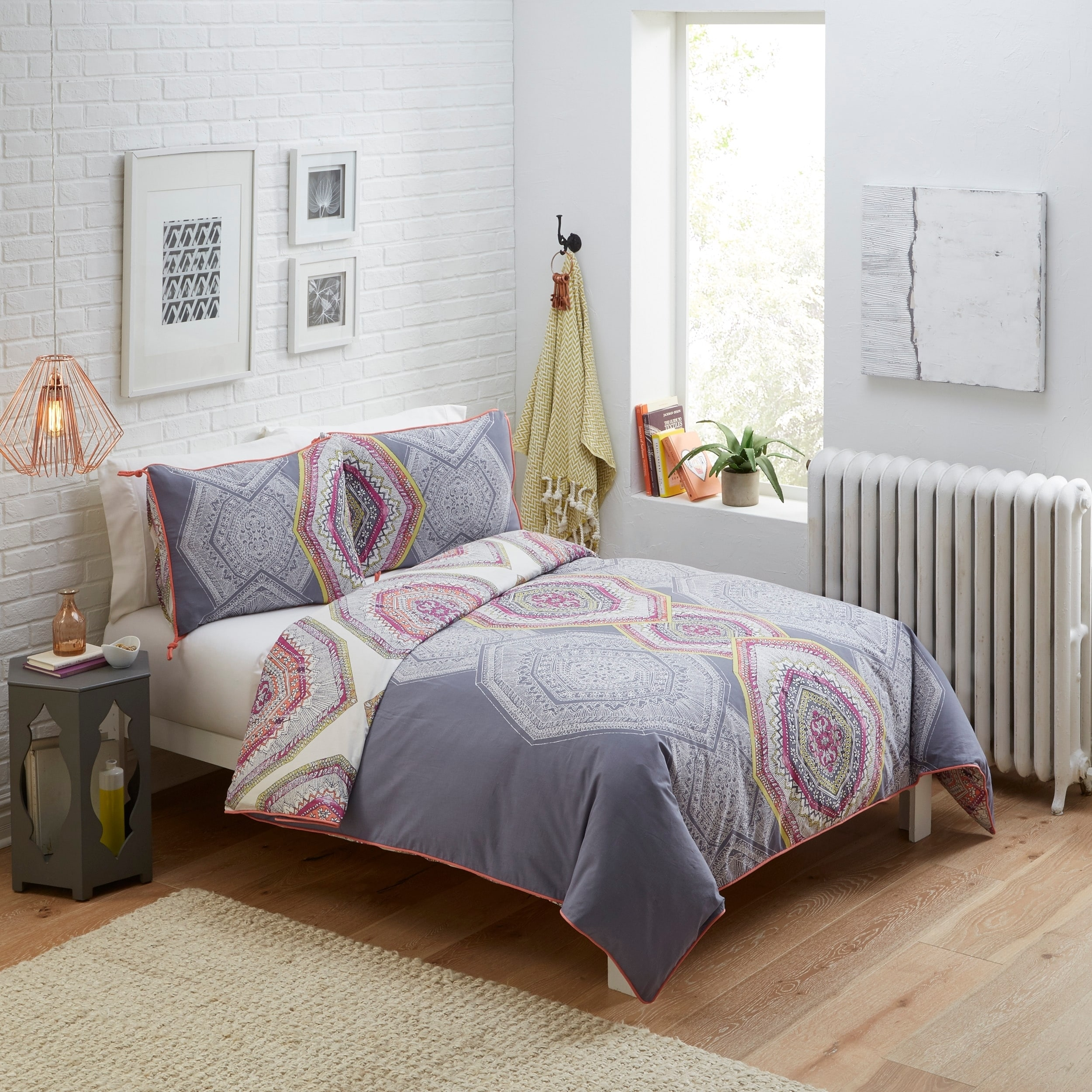 Ellery Homestyles Boho Boutique New Moon 3 Piece Reversible Comforter Set