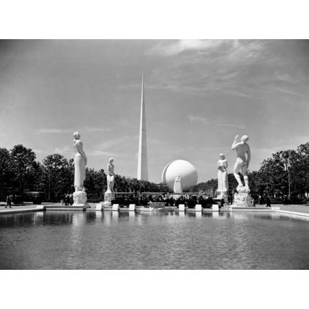 Constitution Mall 1939 WorldS Fair Pond Surrounded By Statues With Perisphere And Trylon Tower Obelisk New York (Bay Fair Mall)