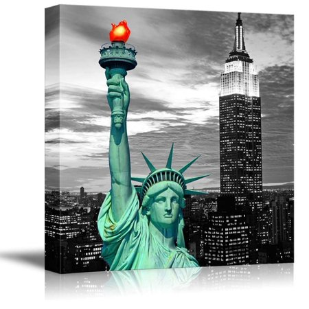 wall26 Black and White Photograph of New York with Pop of Green on The Statue of Liberty - Canvas Art Home Decor - 24x24 - Statue Of Liberty Light