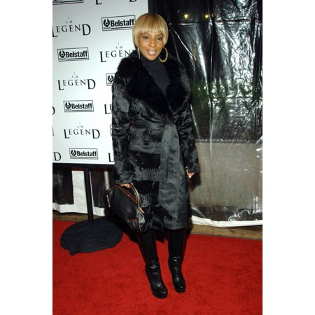 Mary J Blige At Arrivals For I Am Legend Premiere Wamu Theatre At Madison Square Garden New York Ny December 11 2007 Photo By George TaylorEverett Collection