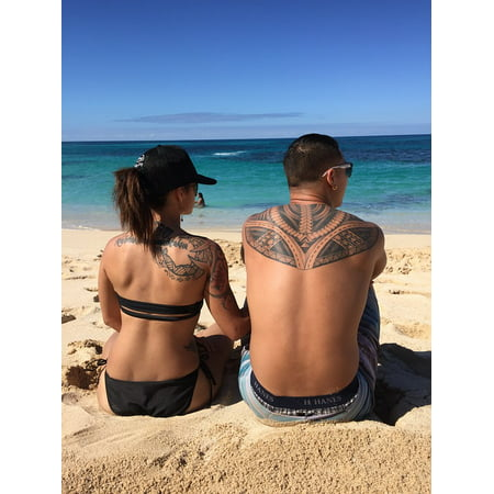 Canvas Print Beach Love Couple Tattoos Couple In Love Stretched Canvas 10 x - Beach Tatoos