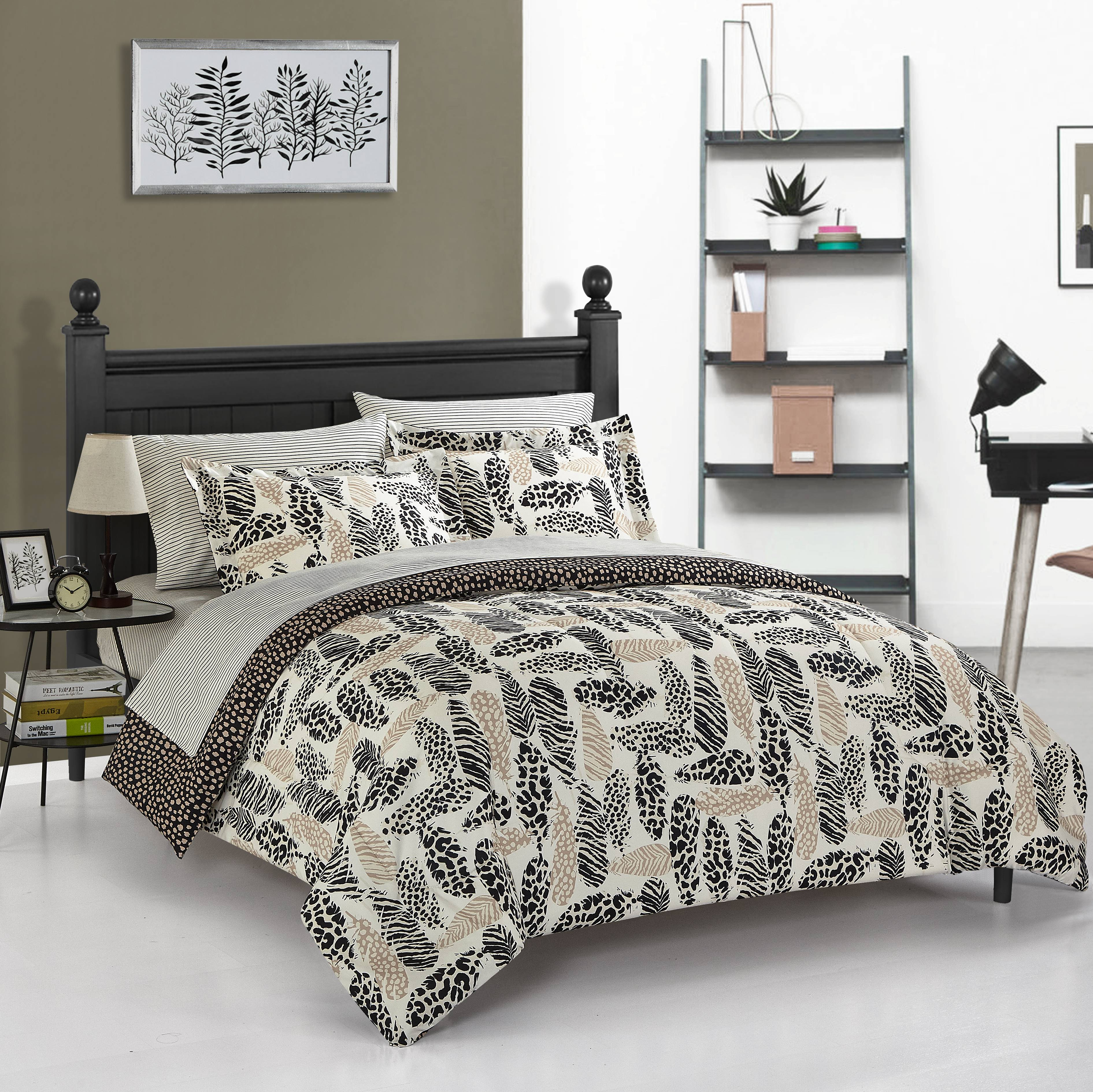 Your Zone Wild Fauna Metallic Feathers Bed in a Bag by Idea Nuova
