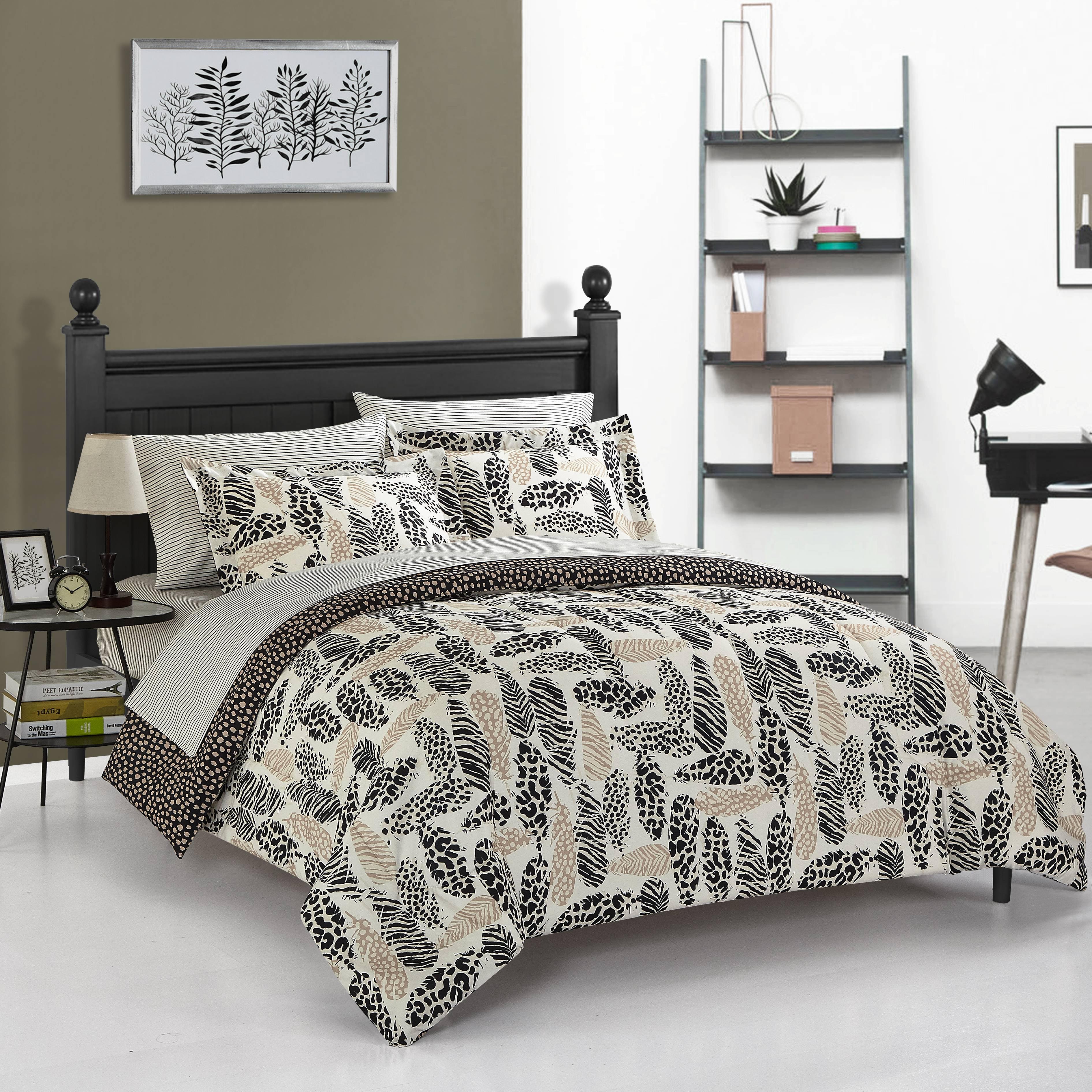 Heritage Club Wild Fauna Metallic Feathers Bed in a Bag