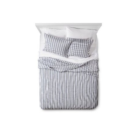 Urban Outfitters Quilt (Urban Stripe Quilt and Pillow Sham Set - Navy (Queen) )