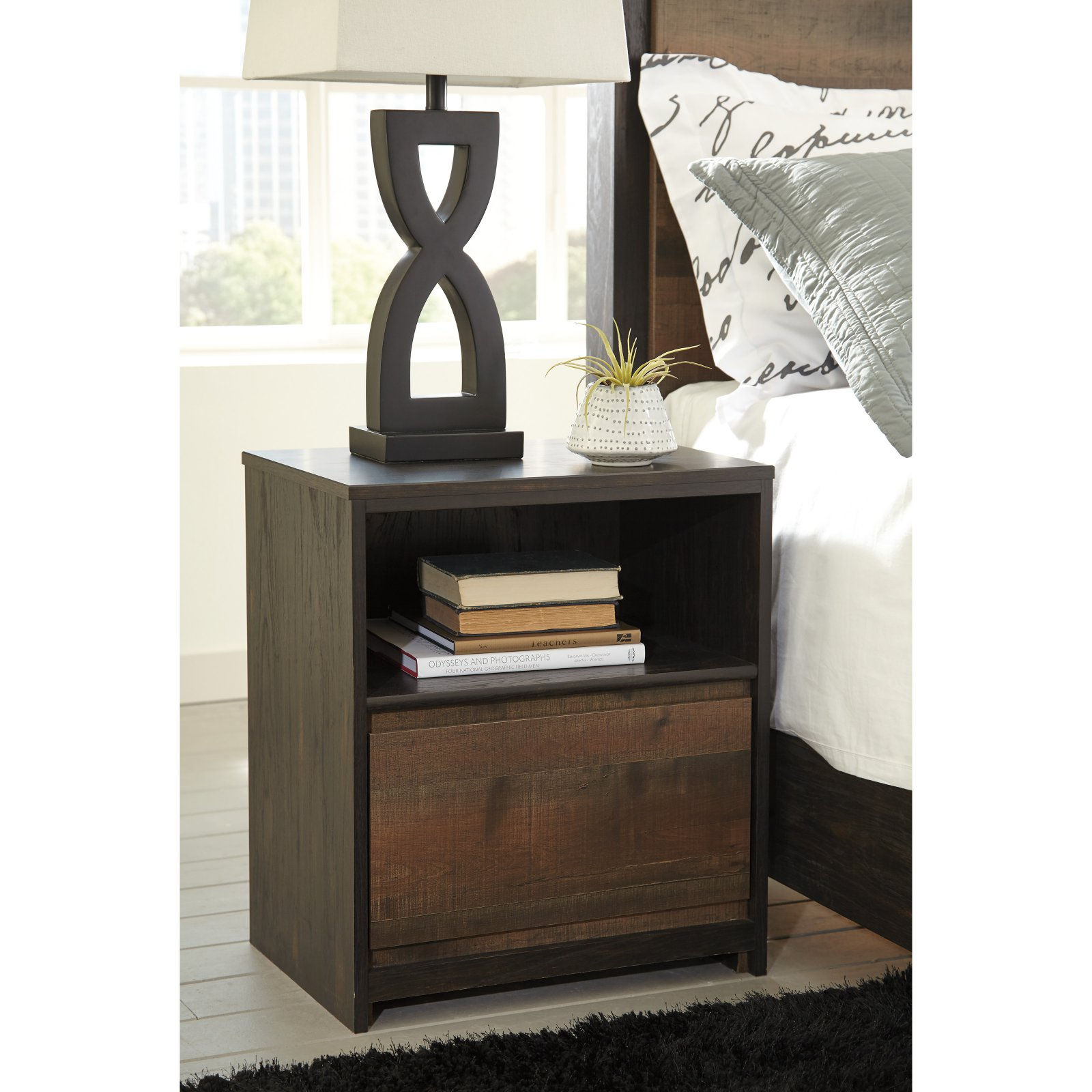 Signature Design by Ashley Windlore Night Stand