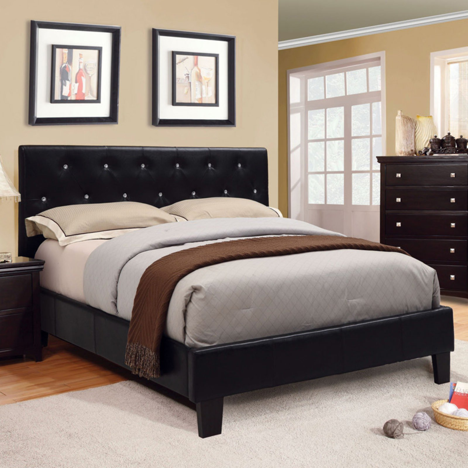 Furniture of America Vanna Rhinestone Tufted Platform Bed
