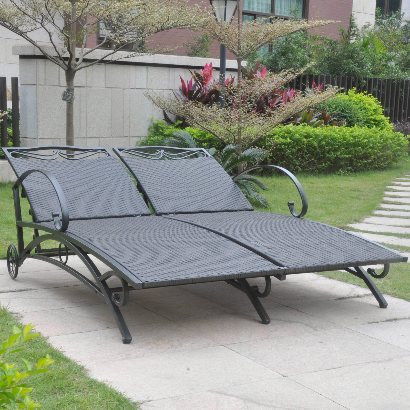 International Caravan Valencia Outdoor Wicker Double Chaise Lounge