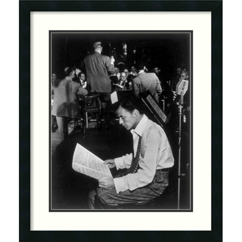 Amanti Art 'Frank Sinatra' by William P. Gottlieb Framed Photographic Print