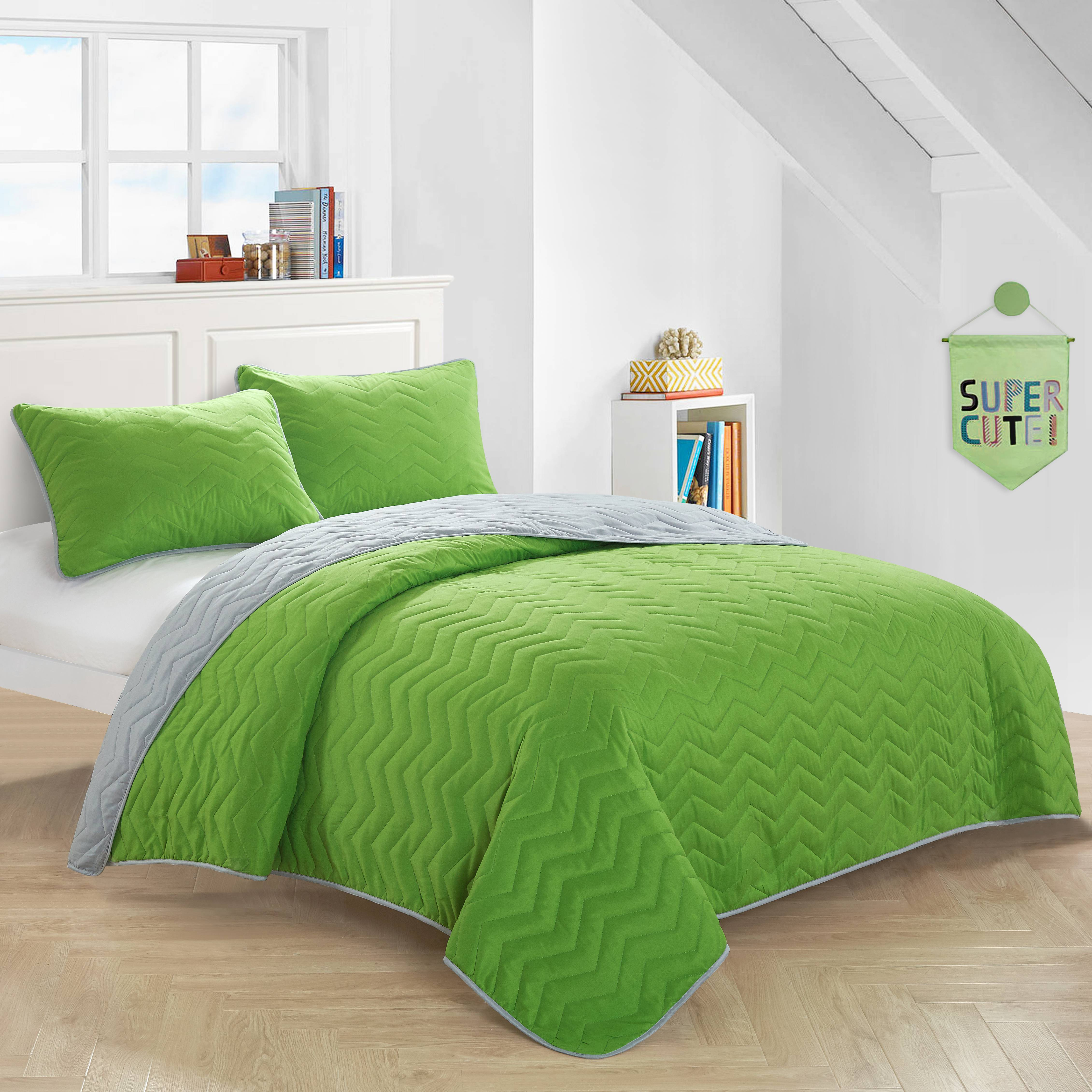 Mainstays Kids Green Reverse To Gray Quilt Set