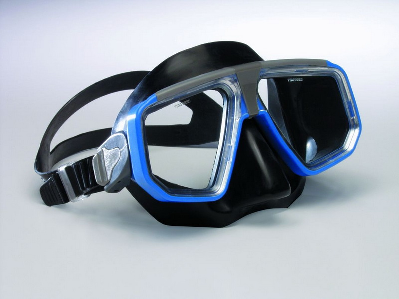 Water Gear 42100 Gold Medal Rubber Face Mask by Water Gear