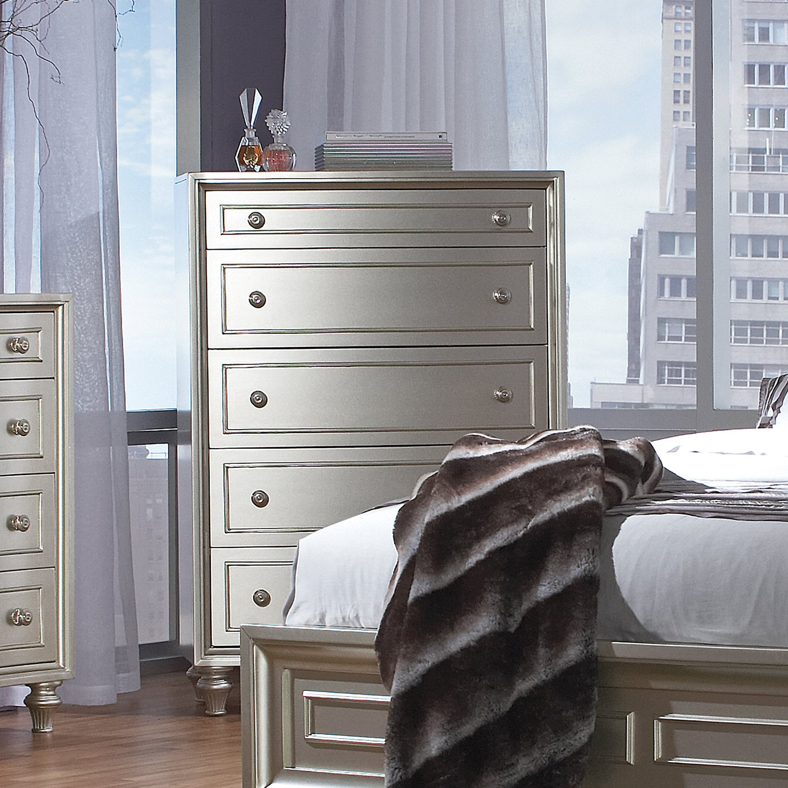 Avalon Furniture Regency Park 5 Drawer Chest