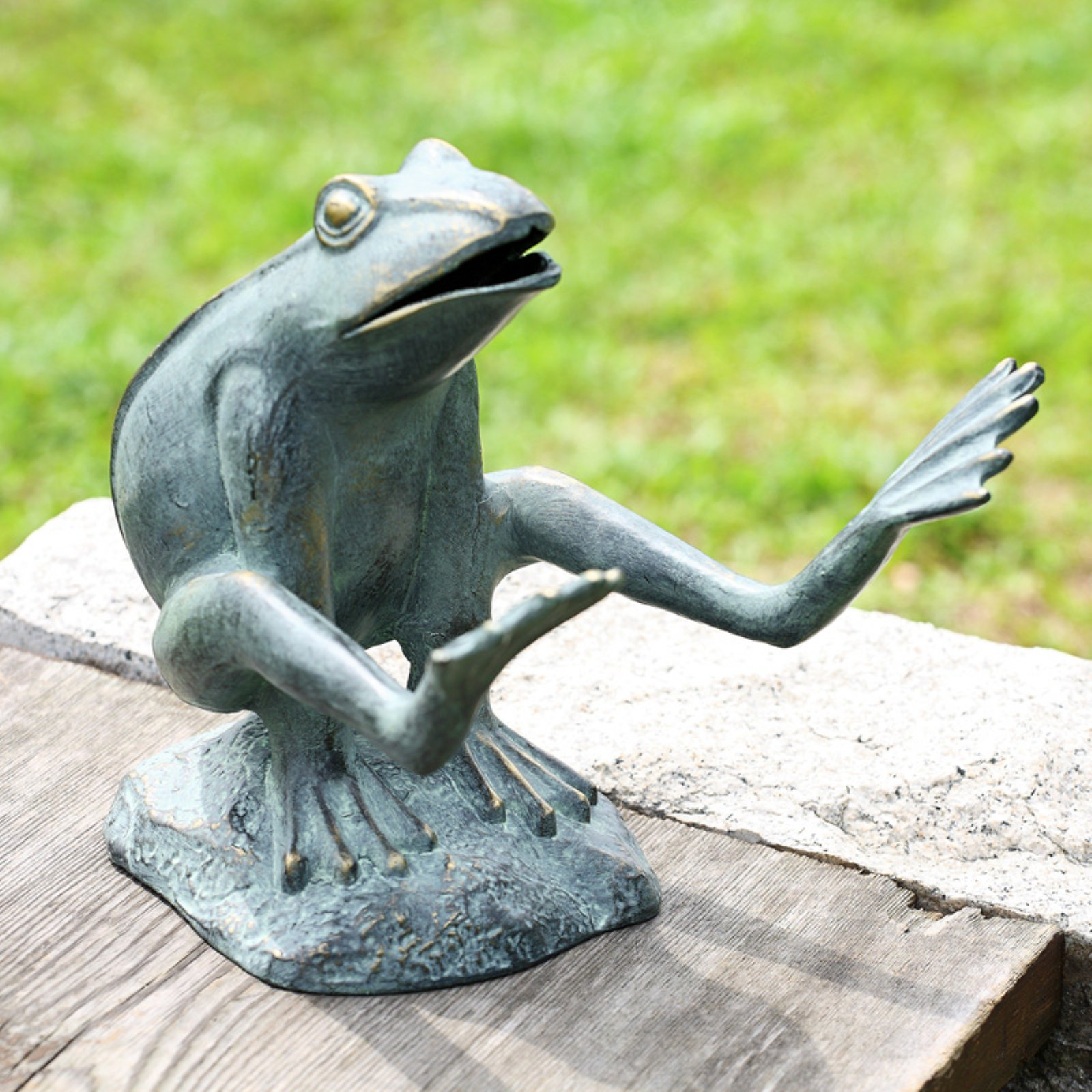San Pacific International Leaping Frog Garden Statue