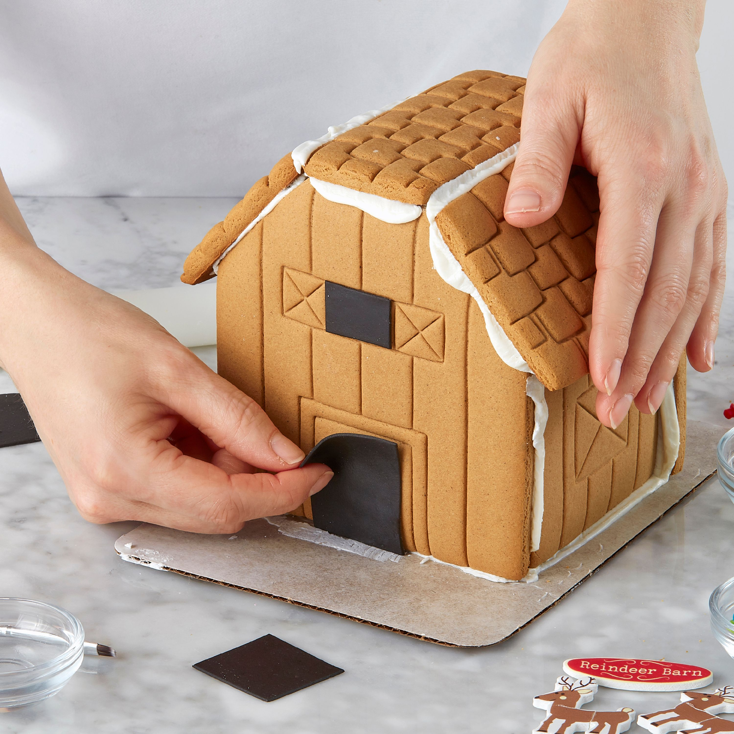 Wilton Ready To Decorate Santa S Farm Gingerbread Barn Decorating Kit Walmart Com Walmart Com