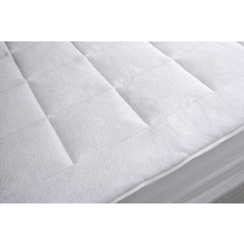 Click here to buy Dream Cloud Microplush Mattress Pad by Generic.