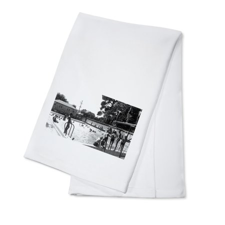 Santa Rosa, California - View of Swimmers at the Municipal Pool (100% Cotton Kitchen - Swimmers Towel