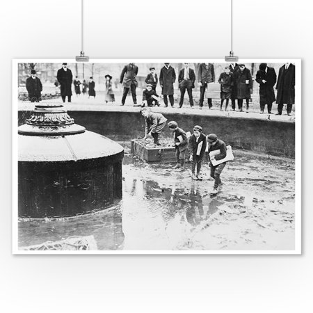 Catching Goldfish in Union Square Fountain Photograph (9x12 Art Print, Wall Decor Travel Poster)