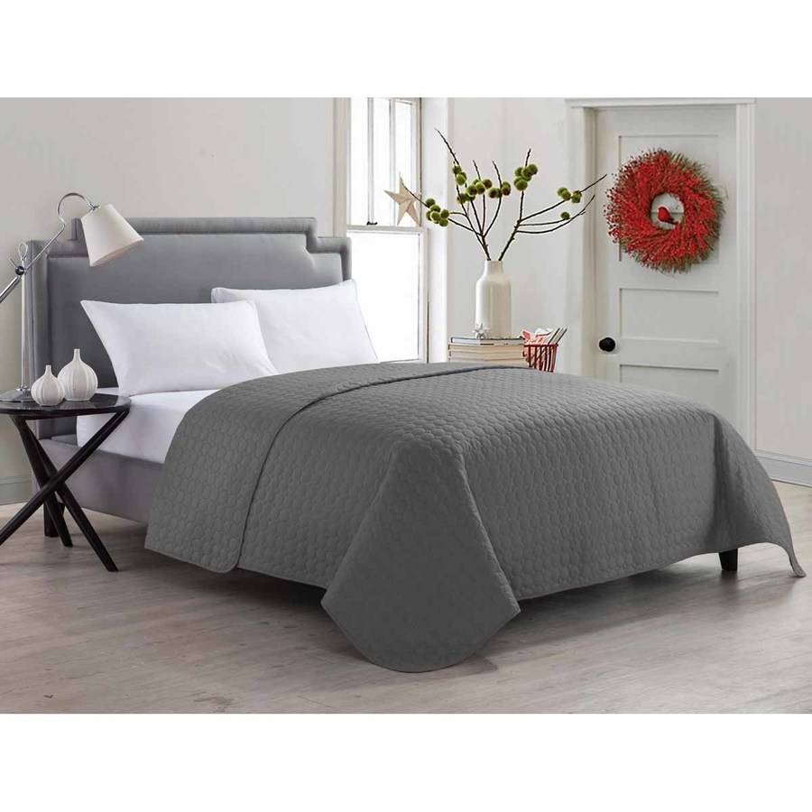 VCNY Home Jackson Geometric Circle-Stitched Bedding Quilt, Multiple Colors Available by VCNY Home
