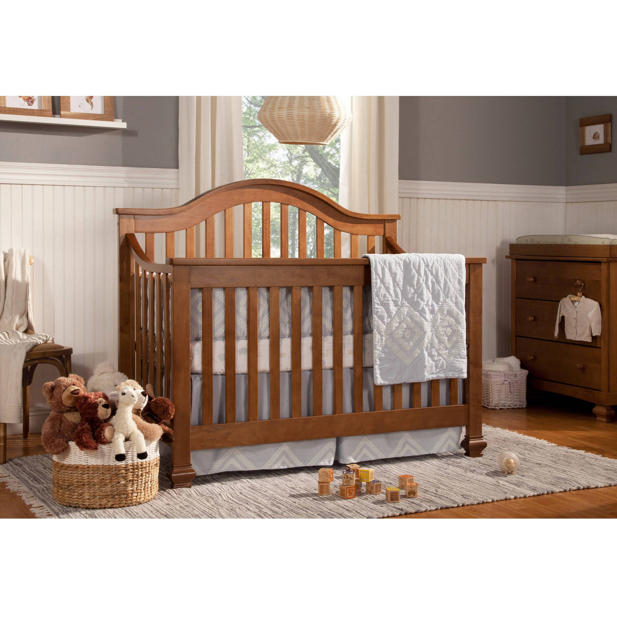 DaVinci Clover 4-in-1 Convertible Crib, Chestnut
