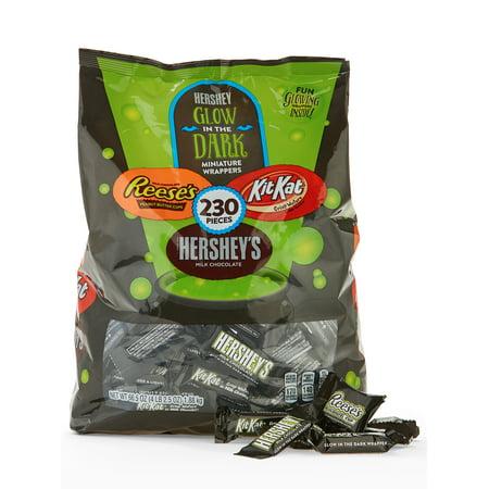 Hershey's Halloween Chocolate Snack Size Assortment Glow in the Dark, 230 Pieces - Halloween Snacks To Make At School
