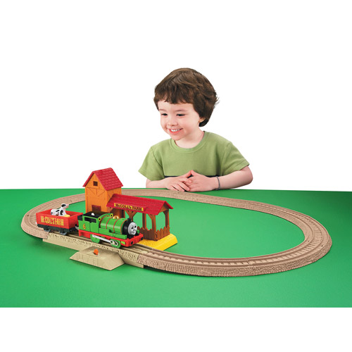 Fisher-Price Thomas & Friends TrackMaster Play Set, Percy's Day at The Farm