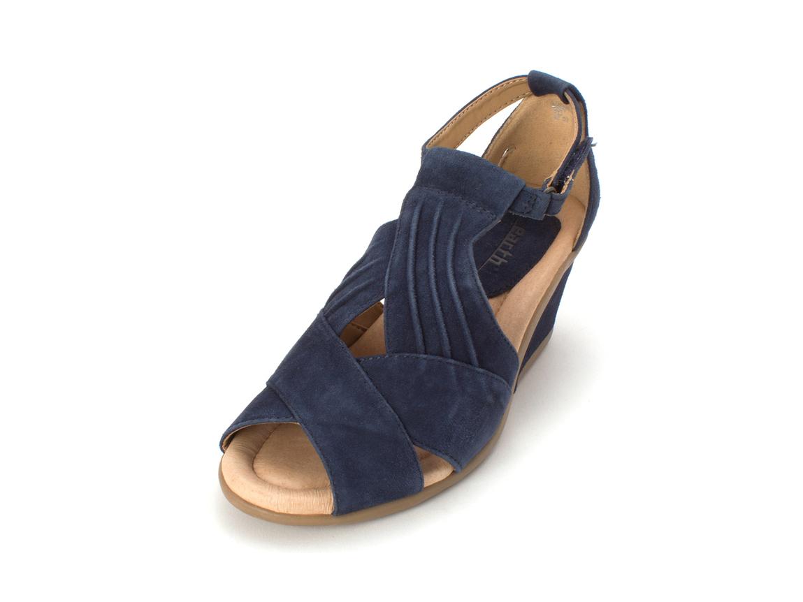 0ac24b3bcdf2 Earth Origins Womens Curvet Leather Peep Toe Casual Platform