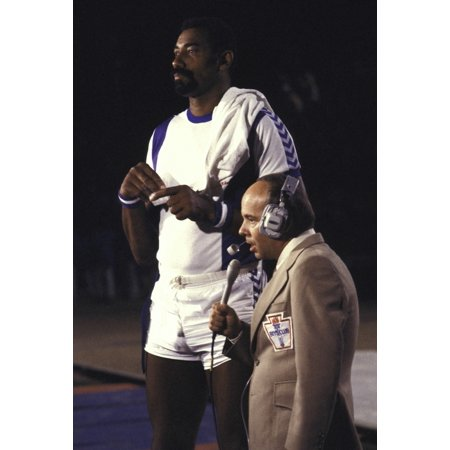 Tim Conway and Wilt Chamberlain at a basketball game Photo Print (Wilt Chamberlain Basketball Player)