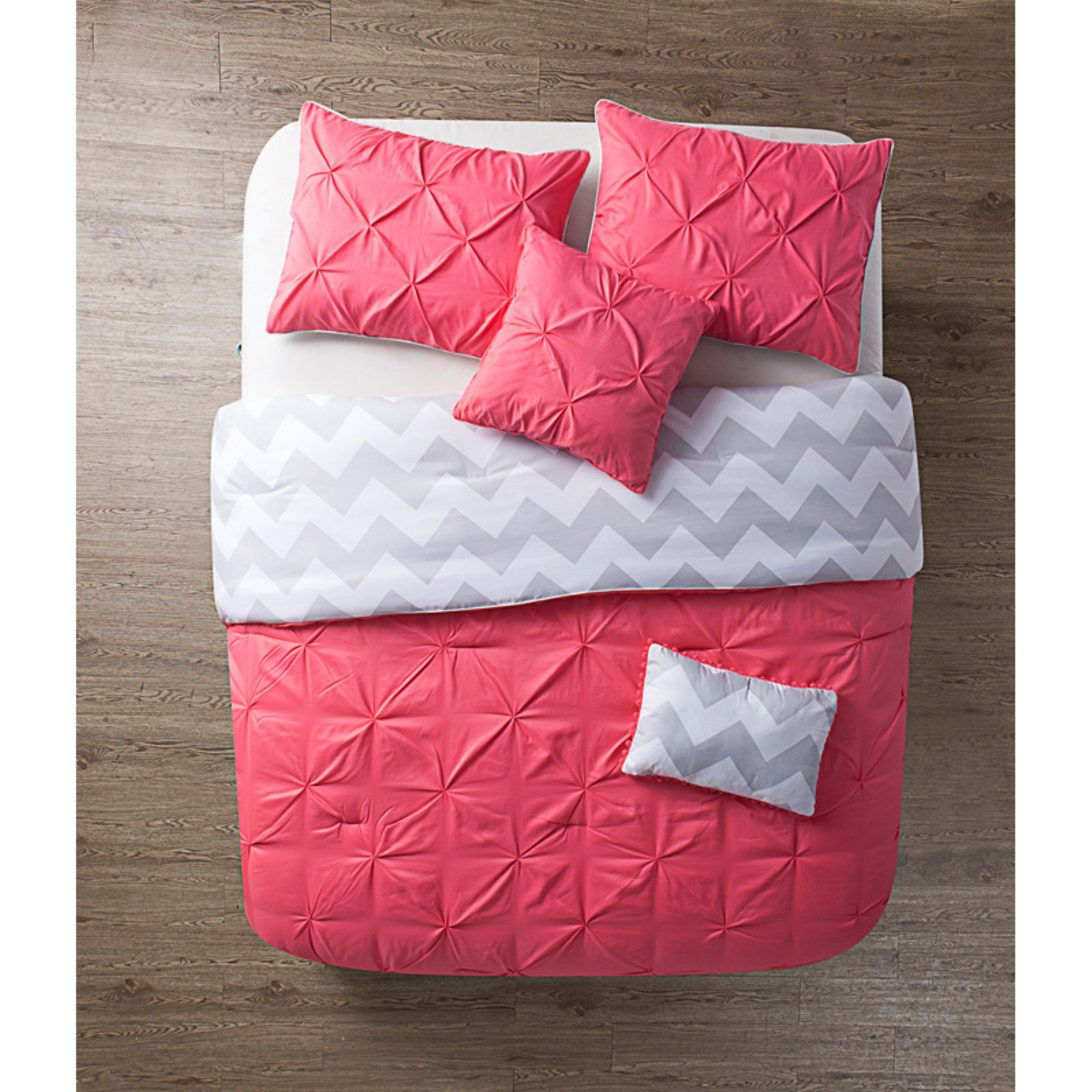 Jana Comforter Set by VCNY
