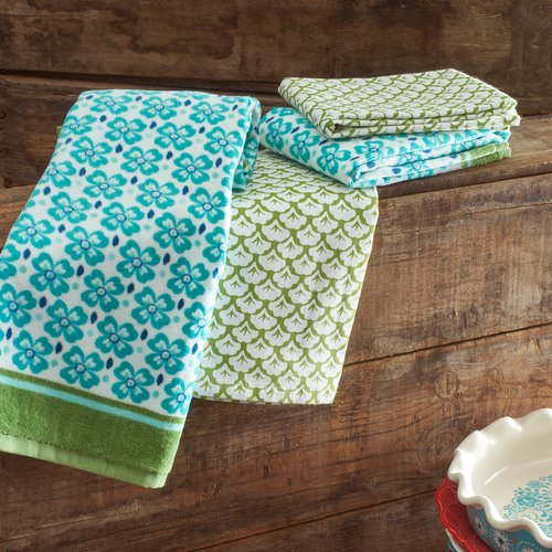 Click here to buy The Pioneer Woman Leaf Scallop Kitchen Towel Set, 4pk by TOWN AND COUNTRY LIVING.