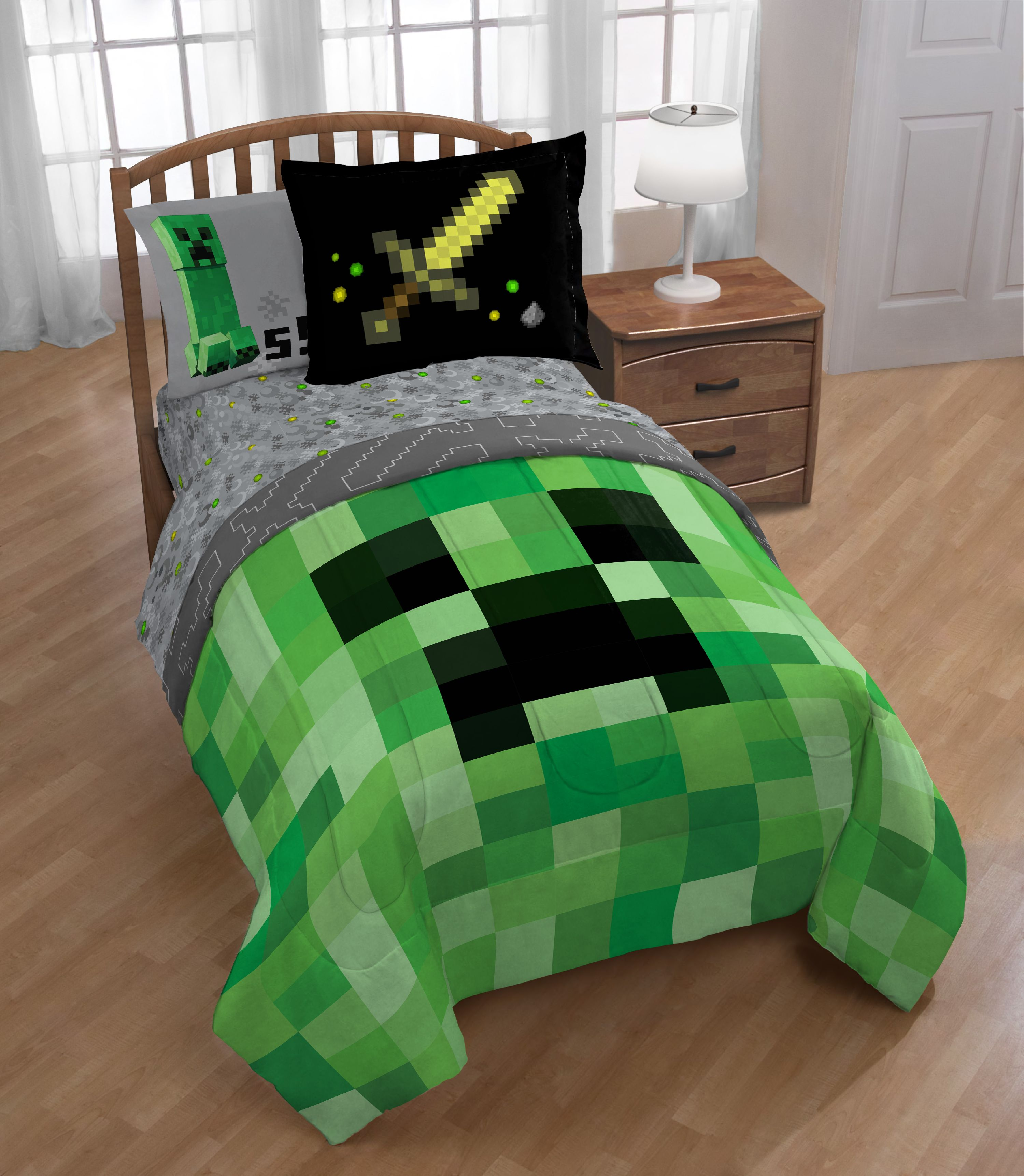 Minecraft 5 piece Twin Bed Set, Kid's Bedding by Jay Franco