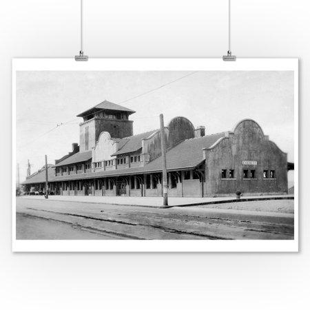 Great Northern Depot - Great Northern Railroad Train Depot in Everett, WA Photograph (9x12 Art Print, Wall Decor Travel Poster)