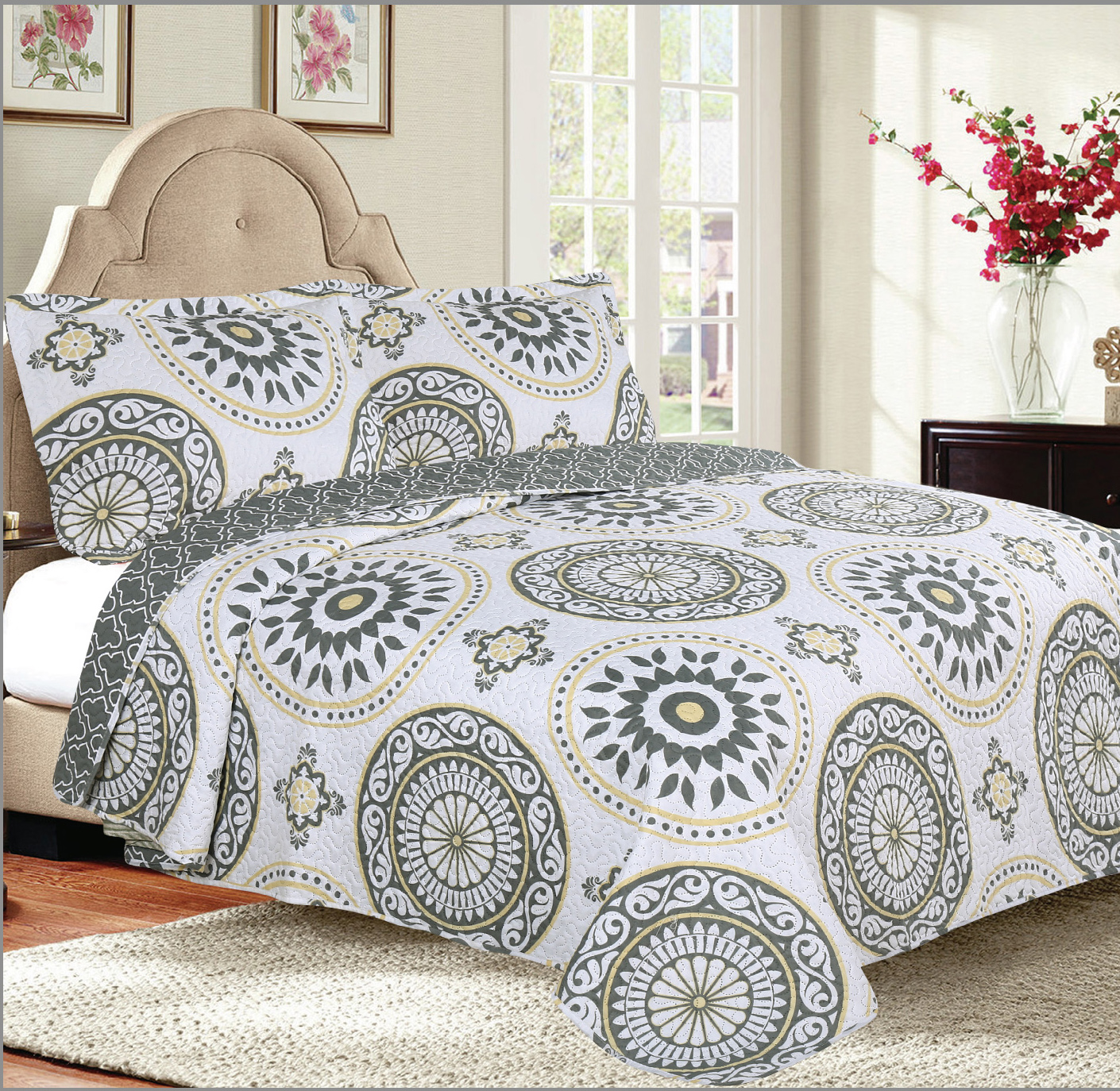 3-Piece Modern Trellis Petals Reversible Bedspread Coverlet Quilt Set with Shams by Woven Trends