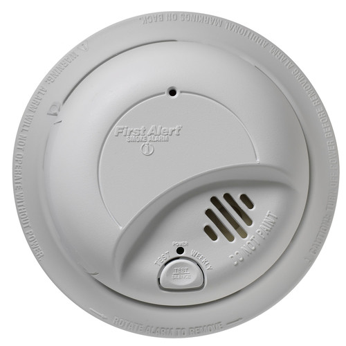 First Alert 9120B 120 Volt Hardwired Smoke Detector With Battery Back Up by First Alert