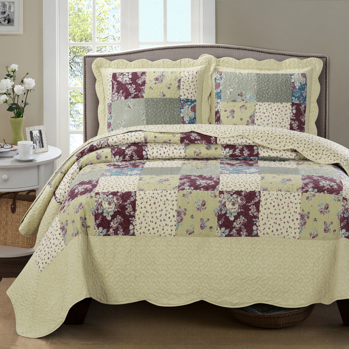 Tania Oversize Coverlet Floral Patchwork Print Reversible Wrinkle-Free Set : Full/Queen