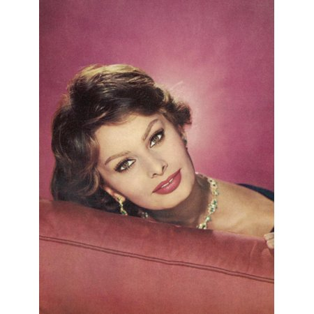 - Sophia Loren Italian Film Actress in a Glamorous Pose Print Wall Art