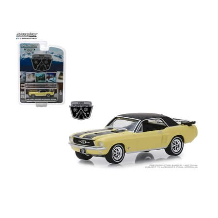 GREENLIGHT 1:64 HOBBY EXCLUSIVE - SKI COUNTRY SPECIAL 1967 FORD MUSTANG COUPE (YELLOW)