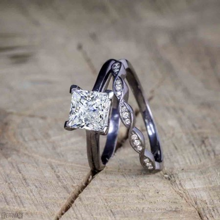 Beautiful 1 Carat Princess cut Moissanite Solitaire Engagement Ring for Women in Black Gold