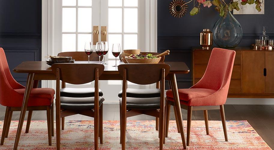 A Classic Dining Room Setup