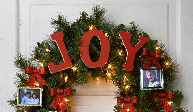 holiday wreath ideas 5 ways to decorate evergreen wreaths