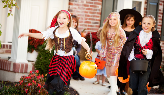 Easy and clever family Halloween costume ideas - Walmart.com
