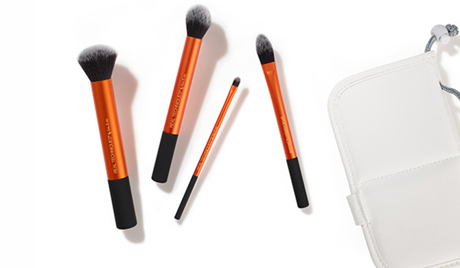 Buy your brushes in a bundle with a makeup brush set