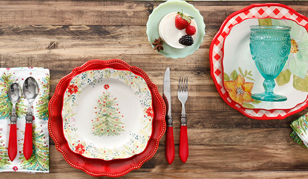 Simple table setting ideas - Holiday Tabletop Inspiration From The Pioneer Woman