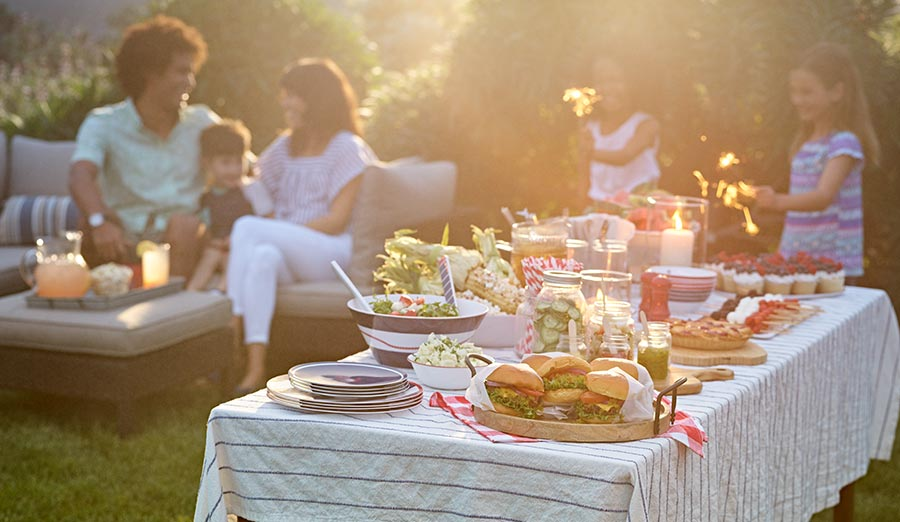 How to Host an Outdoor Summer Party