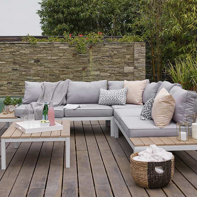 When To Buy Patio Furniture: Patio Furniture