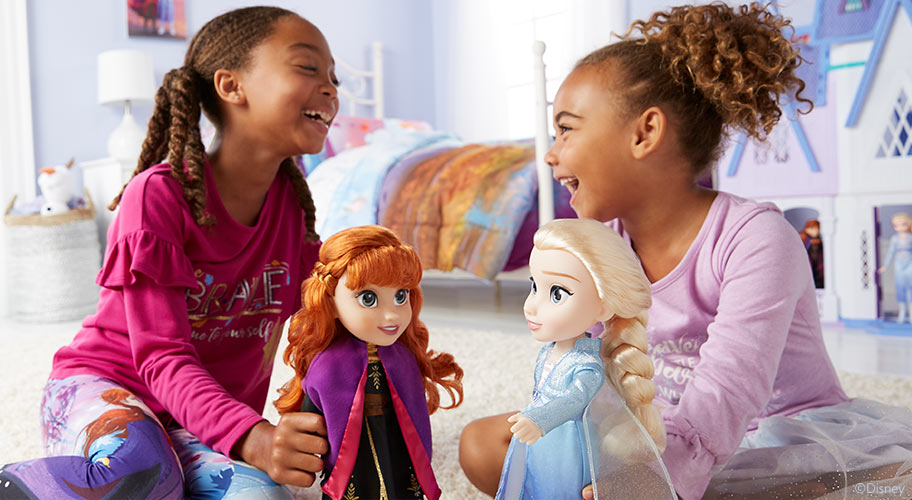 Sing-along songs Join Elsa and Anna's musical journey into the forest with dolls that sing to music from Disney Frozen 2.