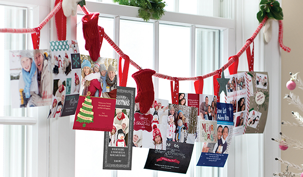 christmas card display idea festive window garland. Black Bedroom Furniture Sets. Home Design Ideas
